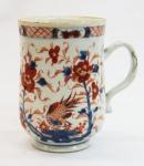 CIA DAS INDIAS. Grande caneca em porcelana chinesa , decoração padrão  Imari . Alt. 16 cm.