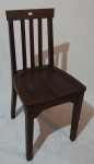 Cadeira em madeira, assento vazado, medindo 86 x 41 x 40 cm.