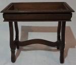 Mesa de cabeceira lateral em madeira, sem mármore, medindo 50 x 54 x 35 cm.
