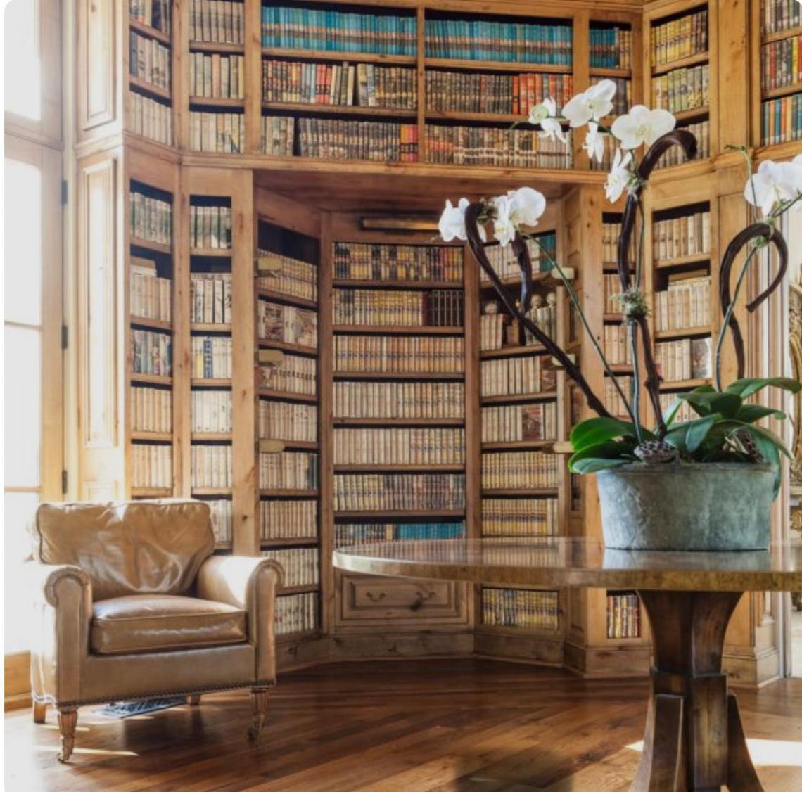 Leilão da Biblioteca do Dr. George Bittencourt Doyle Maia. Médico e Professor. Reitor e Vice Reitor